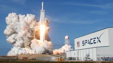 SpaceX'in rekor fırlatılışı için dakikalar kala erteleme