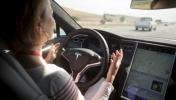 Tesla'nın otomatik pilotu zincirleme kazayı önledi!
