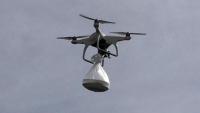 Drone ile koruculara tatlı ikramı!