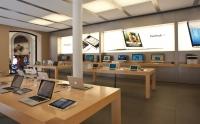 Apple Store'a gitti, sakat kaldı!