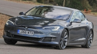 Tesla'dan hız tutkunlarını sevindiren güncelleme