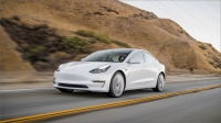 Tesla, Model 3 için bir takım yeni özellikler sunuyor