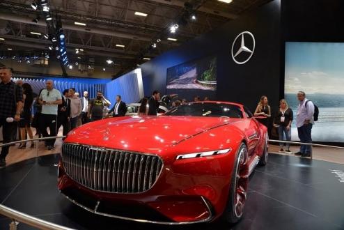Mercedes-Benz yeni modellerini tanıttı