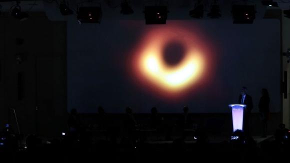 NASA yıldızı yok eden kara deliği görüntüledi!