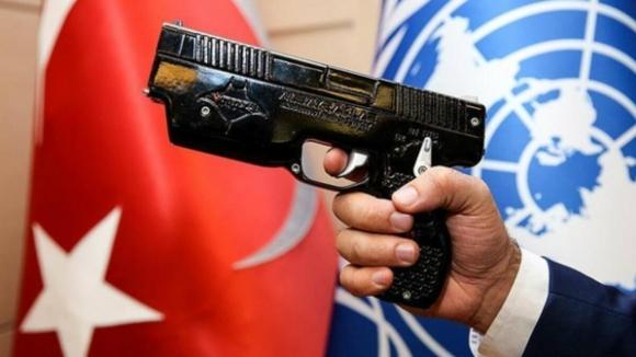 Milli elektroşok silahının üreticisi çekilme kararı aldı
