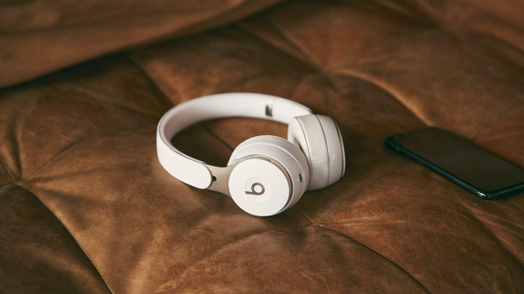 Apple'da sıra kulak üstü kulaklığa geldi!