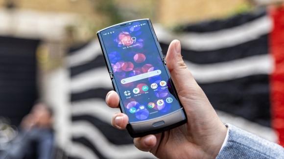 Katlanabilir Motorola Razr parçalarına ayrıldı