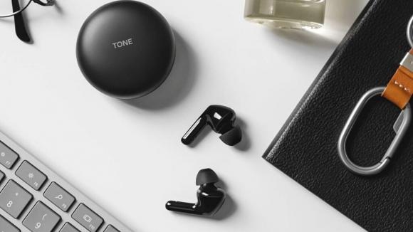 LG'nin yeni kulaklıklarının kutusu kendisini temizliyor